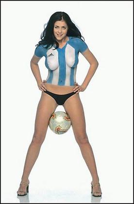 фотосессия девушка с футбольным мячом фото