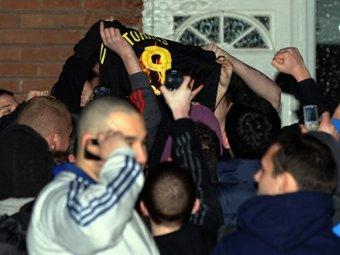 """Болельщики """"Ливерпуля"""" сожгли футболку Торреса."""