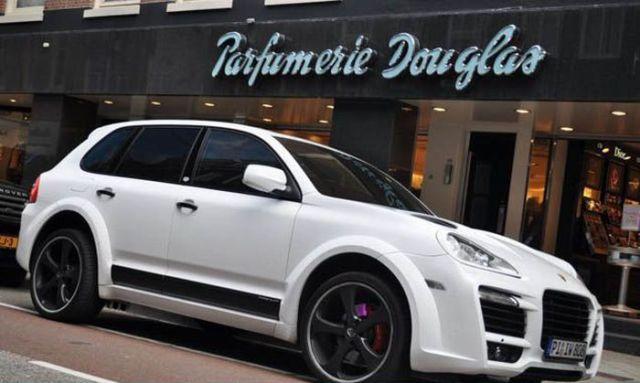 Nigel de Jong - Porsche Cayenne TechArt Magnum